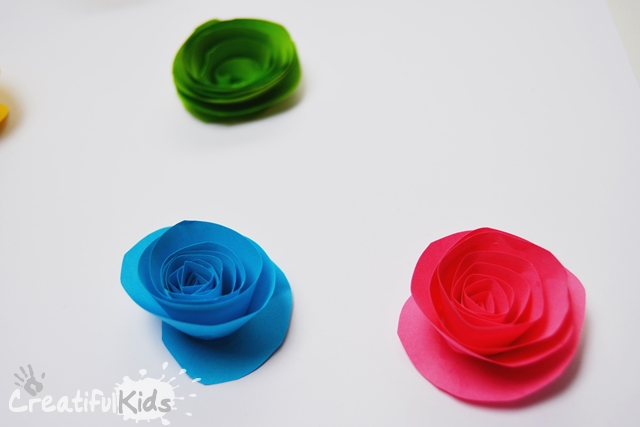 How to make paper flowers for kids creatifulkidscreatifulkids indoor activities for kids how to make paper flowers for kids mightylinksfo